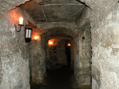 explore underground vault in edinburgh edinburgh vaults episode ghost adventures wiki