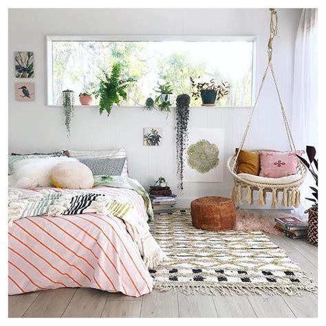 Schlafzimmer Pflanzen by Schlafzimmer Mit Pflanzen Und H 228 Ngesessel Im Boho Look