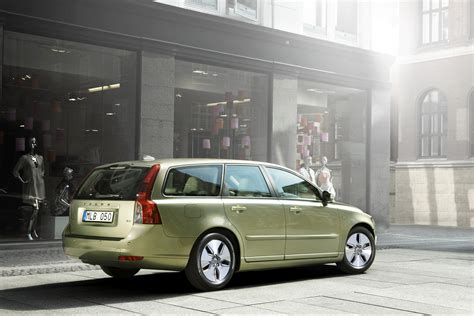 volvo press room the new volvo c30 s40 and v50 1 6d drive with co2 emissions of 115 and 118 g km volvo car