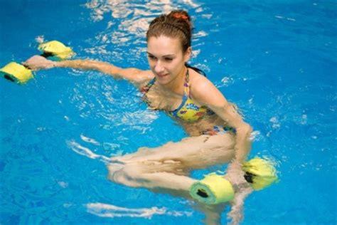 ejercicios de piernas en el agua ejercicios en el agua canal nutrici 243 n com