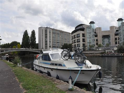 living on a boat in reading tr live travel reading live boating