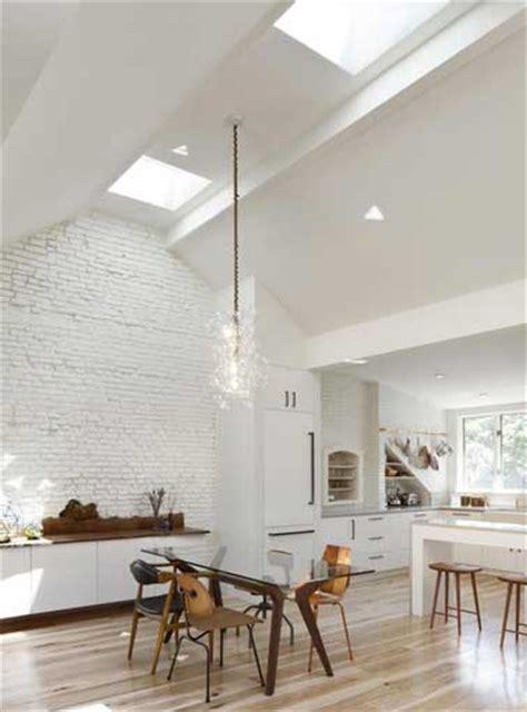 Merveilleux Idee Deco Pour Cuisine Blanche #1: cuisine-blanche-style-loft-avec-parquet-clair.jpg