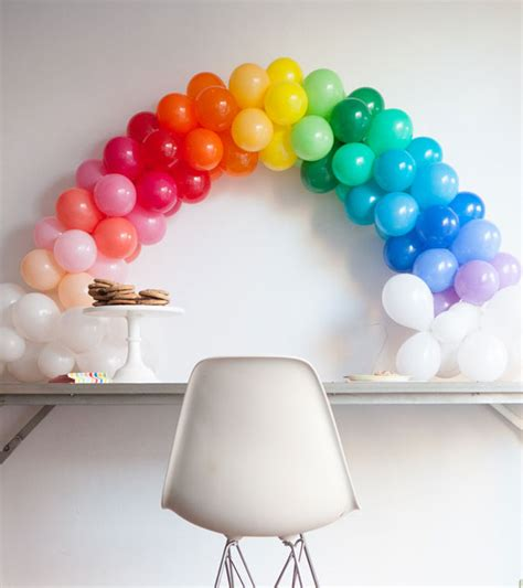 Mini rainbow balloon arch diy