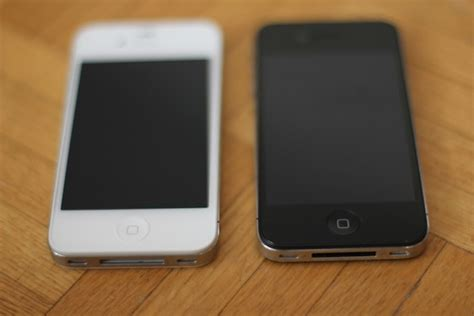 iphone 4s colors black or white which iphone 4s color should you choose