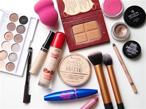Make Up Tools what to include in a makeup kit for beginners