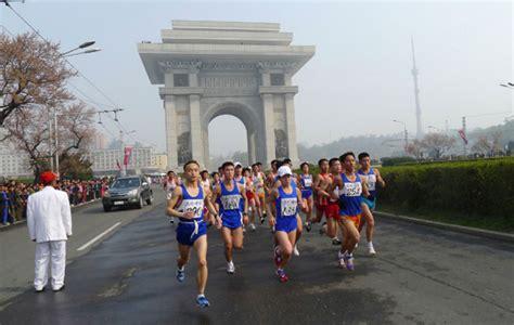 corea norte la historia conspicuo reino ermitaã o edition books m 225 s de 1 000 extranjeros corren el marat 243 n de pyongyang