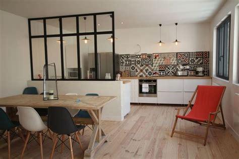 Ordinaire Chaise Pour Ilot Central #4: cuisine-ouverte-sur-salle-a-manger-avec-petite-verriere-interrieure.jpg