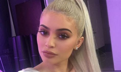 kylie jenner releases new christmas cosmetic collection