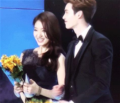 drama lee jong suk and park shin hye lee jong suk admits to off screen skinship with park shin hye