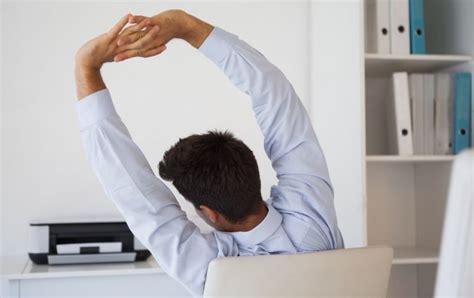 esercizi alla scrivania ginnastica in ufficio 7 esercizi alla scrivania qnm