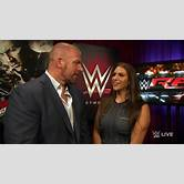 randy-orton-and-his-daughter-on-raw