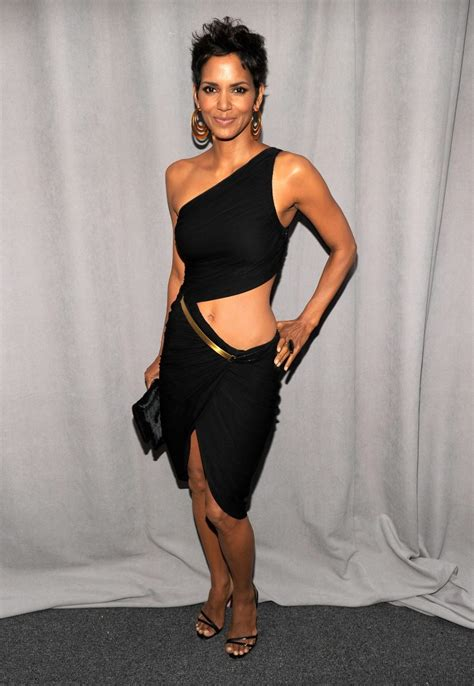 A Fifi Blouse Halle Berry Reveal Pantyless At Fifi Awards In Nyc