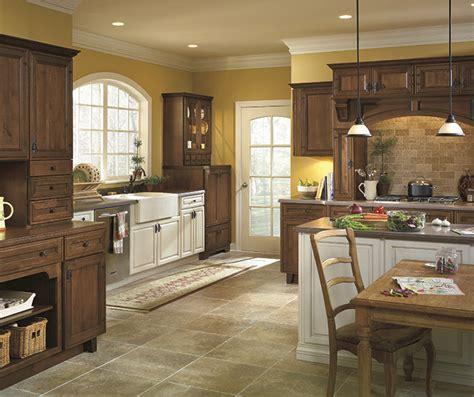 maple finish kitchen cabinets tundra maple cabinet finish diamond cabinetry