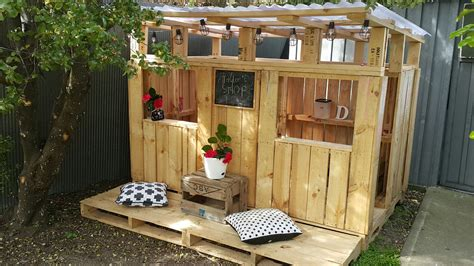 Pallet Play House by Our D I Y Pallet Playhouse Simplicity Me P L A Y H O
