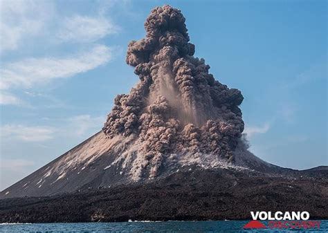 krakatoa volcano eruption oct  dangerous vulcanian