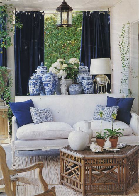 decorating with blue chinoiserie chic the history of blue and white porcelain