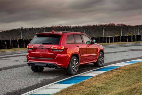 trackhawk jeep hellcat jeep gifts the 2018 grand cherokee trackhawk with 707 hp