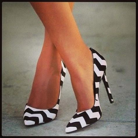 black and white chevron heels 389 best pointy toe heels images on pinterest spiked
