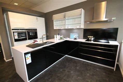 küchen in weiss fliesenspiegel schwarz k 252 che