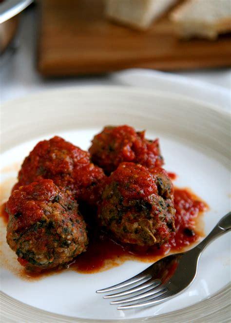come si cucinano le polpette di carne polpette di carne e spinaci al pomodoro fresco ricetta