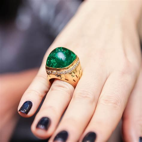 how to buy an emerald ring price comparison gemologue