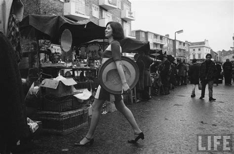 swinging 60s london the swinging london black and white photos show what