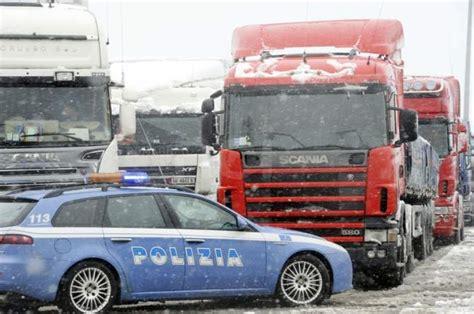 polizia stradale bagno di romagna la polizia resta a corto di gomme termiche romagnanoi