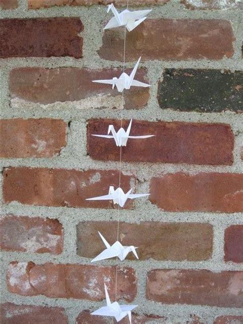 cadenas de muñecos de papel origami string of white paper cranes eco friendly