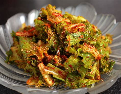 cooking with korean lettuce salad sangchu geotjeori recipe maangchi