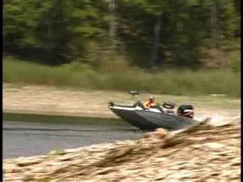 xpress boats video xpress mud boat with gator tail surface drive doovi