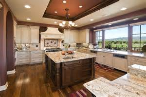 High End Kitchen Cabinets Luxury Buyers Looking For Chef S Kitchen Spacious Views