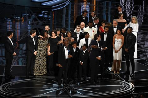 oscar best the award for best picture mix up at the 2017 oscars