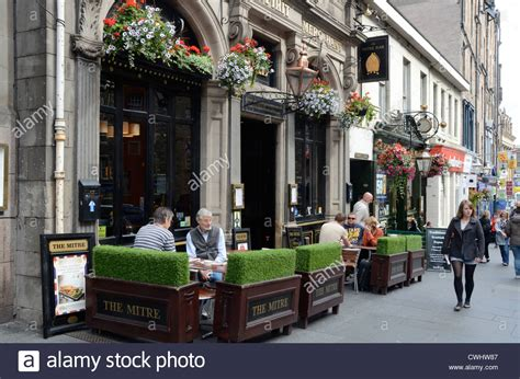 royal milecom the royal mile shops restaurants pubs pubs and cafes the royal mile edinburgh scotland uk