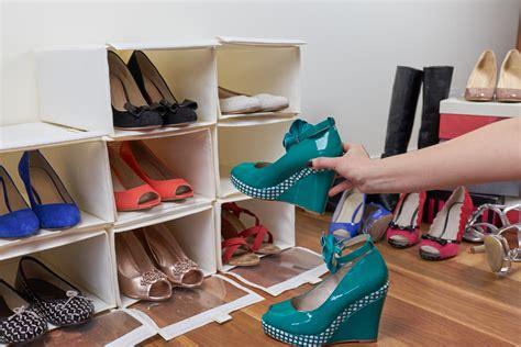Tempat Penyimpanan Sepatu Atas Bawah 6 desain rak sepatu minimalis unik dan tidak biasa ini patut kamu miliki