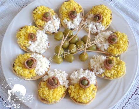 cucinare uova sode al microonde mini piadine con crema di acciughe e uova sode una