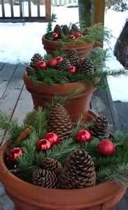christmas porch decorating ideas 40 comfy rustic outdoor christmas d 233 cor ideas digsdigs
