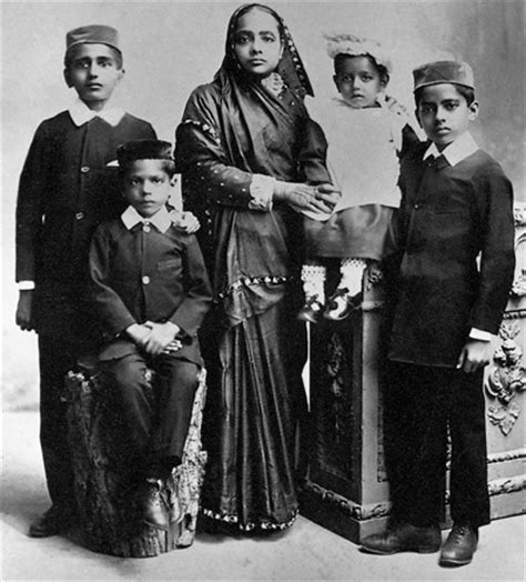 imagenes de la familia hindu mahatma gandhi politico y pensador hindu vidas famosas