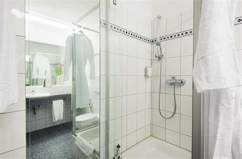 badezimmer quelle f 252 r entspannung im hotel dfm 252 hle in neukirchen