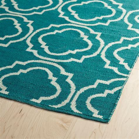 brisa quatrefoil rug in teal and ivory
