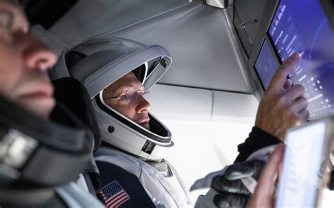 insanli ilk spacex uzay goerevinin tarihi  mayis