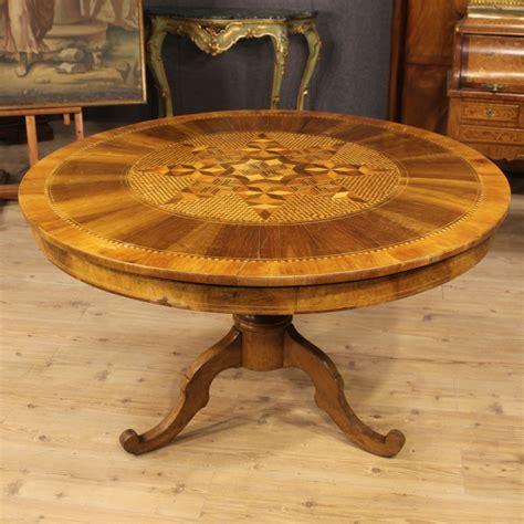 tavoli intarsiati in legno tavolo italiano in legno scolpito e intarsiato xix secolo