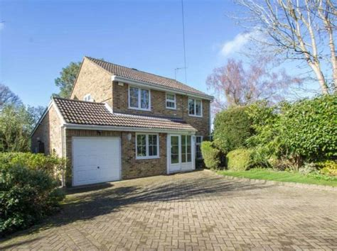 3 bedroom house in hayes 3 bedroom detached house for sale in hayes lane kenley cr8