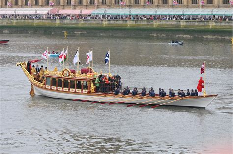 the queen s boat file thames diamond jubilee pageant royal barge gloriana