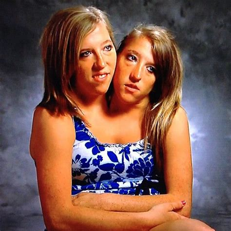 conjoined twins abigail and brittany hensel best 25 abigail et brittany hensel ideas on pinterest