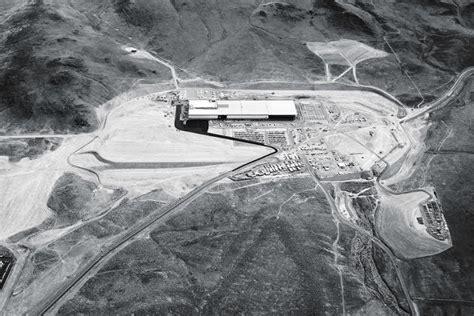 elon musk battery factory elon musk powers up inside tesla s 5 billion gigafactory