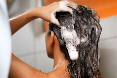 How To Oil Hair Effectively Before Washing 9 Steps