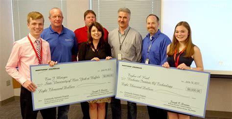 Northrop Grumman Engineer Mba by Northrop Grumman Awards Engineering Scholarships To