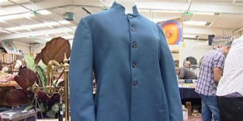 Lenon Biru jaket milik lennon akan dilelang kompas