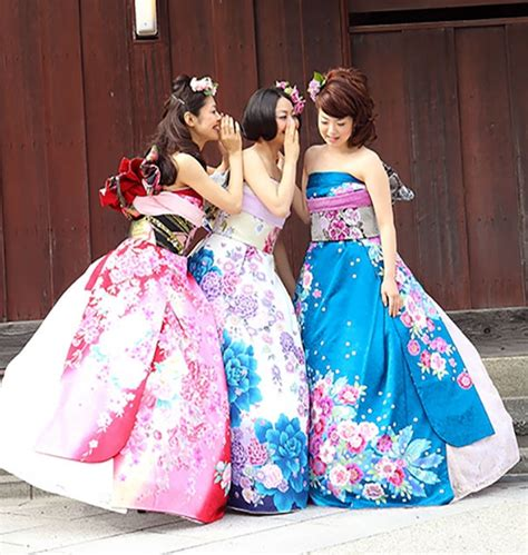 Traditional Kimono Dress brides in japan are turning their traditional kimonos into