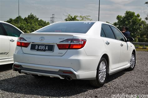 Toyota Camry Hybrid Malaysia New Toyota Camry And Camry Hybrid Launched In Malaysia